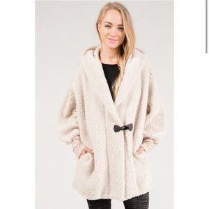 👏🏻 COMING SOON👏🏻 Fuzzy Faux Oversized Coat